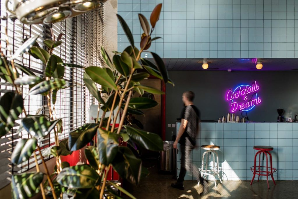 Fabrika Hostel and Suites Bar