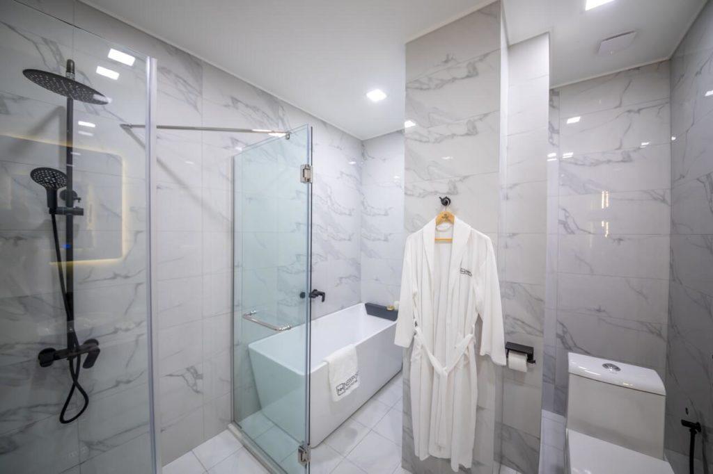 newport hotel kutaisi bathroom