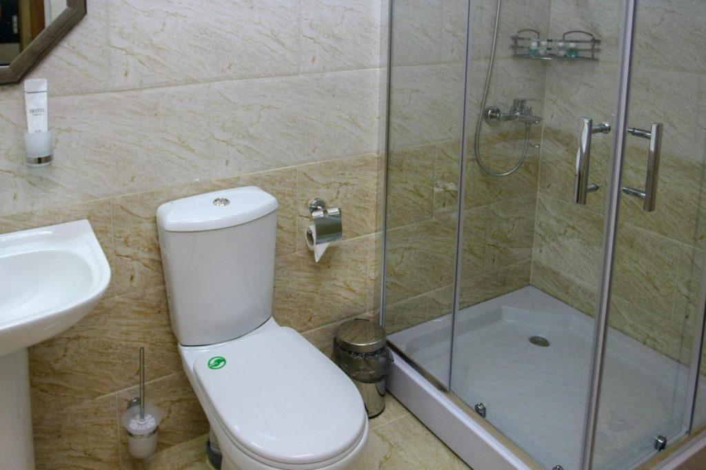 park hotel kutaisi bathroom