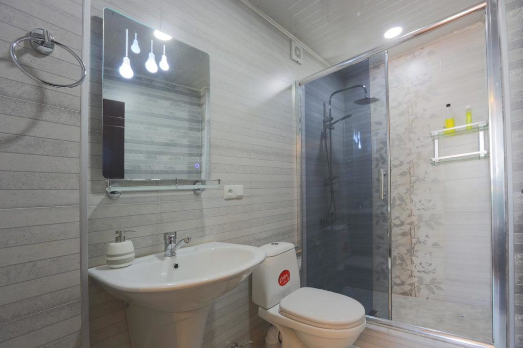 sighnaghi guest house eka gio bathrooms