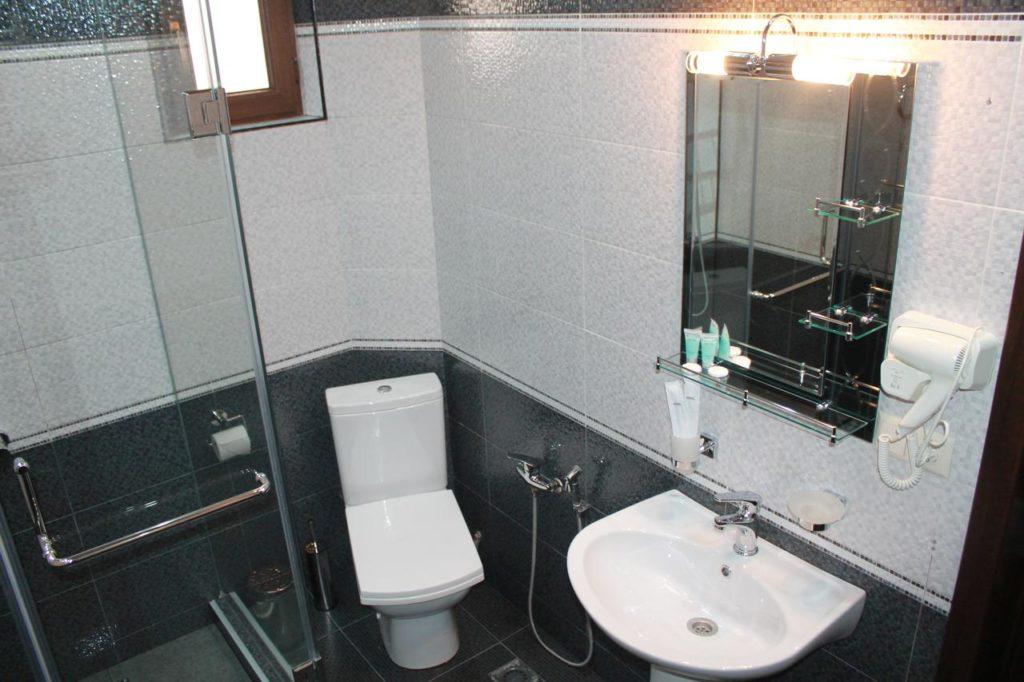 hotel park batumi bathroom