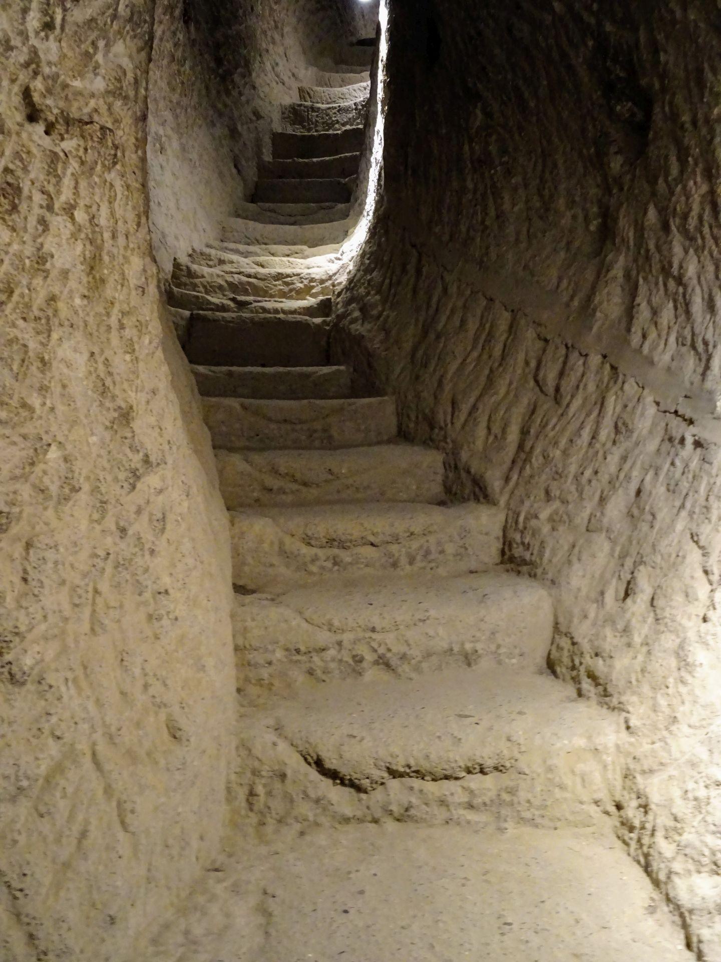vardzia tunnels